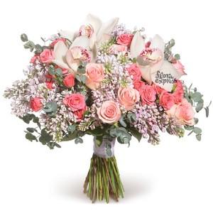 Цветочные композиции с орхидеями обладают невероятной легкостью и утонченностью