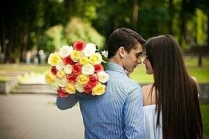 Нежный букет цветов – неотъемлемый элемент романтического свидания