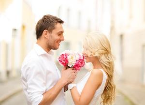 Любая девушка будет рада получить цветы без повода