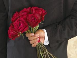 Букет из красных роз – признание в любви, признак страсти и обожания