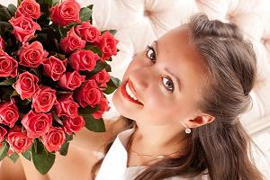 Когда девушкам дарят цветы, они расцветают!