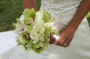 Нежный букет светлых оттенков гармонично сочетается с любым свадебным платьем