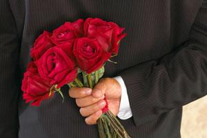 Чем порадовать любимую? Букетом алых роз!