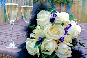 Белые розы – символ серьезности намерений