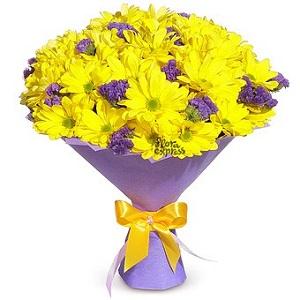 Яркие хризантемы – для прекрасной девушки