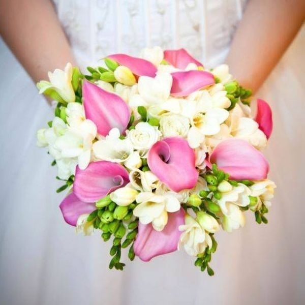 Круглый букет из орхидей и розовых, оптовая цена база цветов самара московское шоссе
