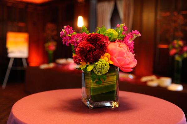 Фото букетов цветов на столе