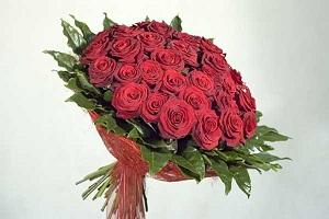 Розы красных оттенков символизируют чувственную страсть